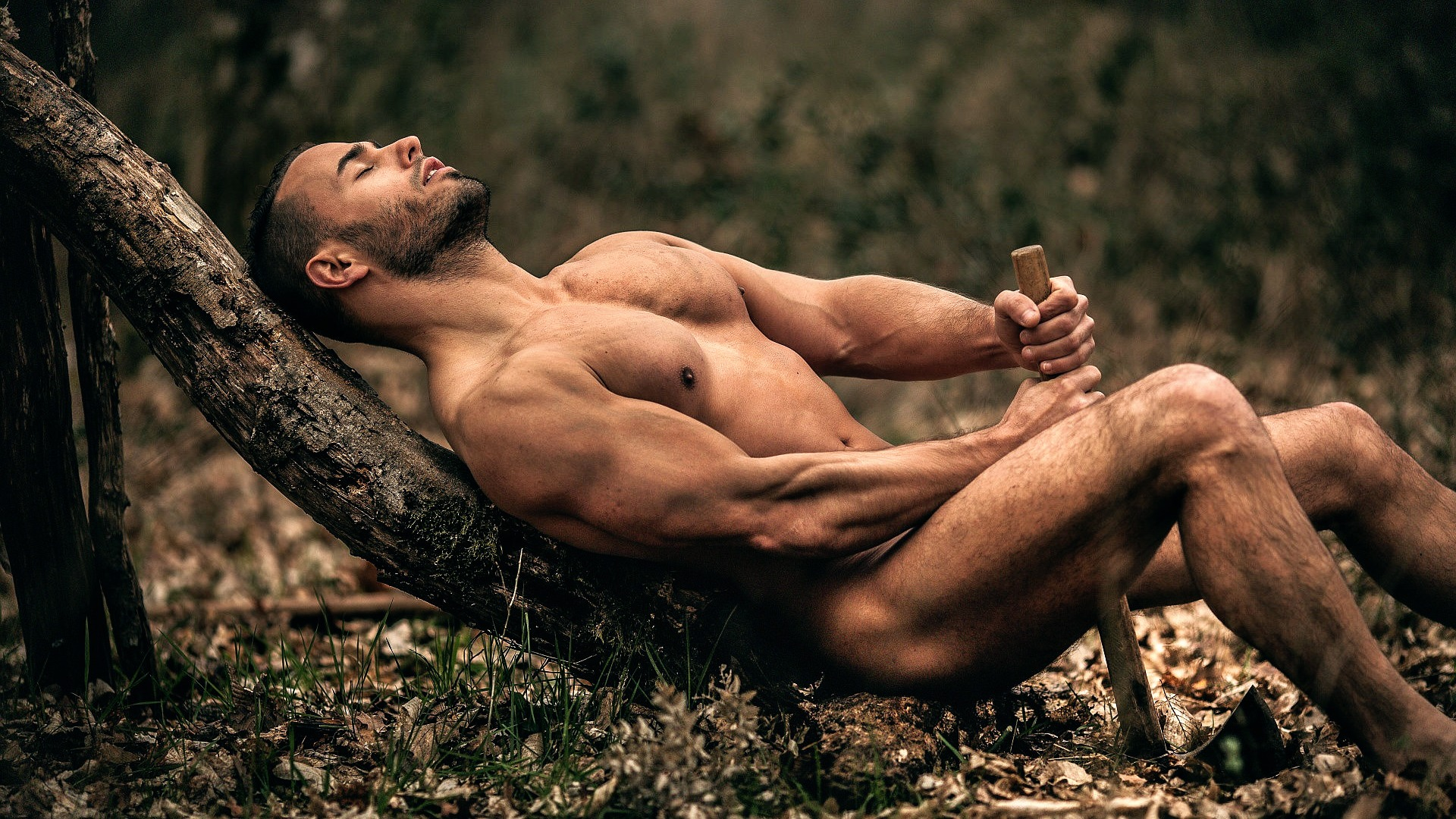 Обнаженные Мужчины В Лесу